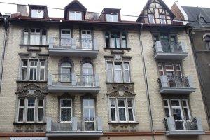 Remontu balkonów na elewacji frontowej budynku mieszkalnego przy ul. Wojewódzkiej 30 w Katowicach.